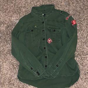 Army green collar shirt